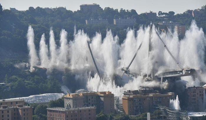 Ponte Morandi, a Genova avvenuta la demolizione delle pile 10 e 11